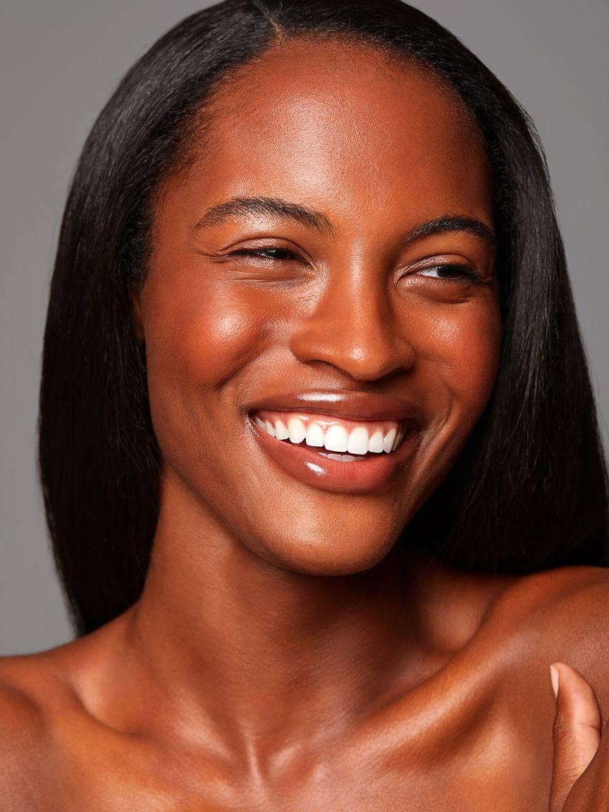Olivia-whittaker-Beautiful-model-skincare-smiling-beauty-shot.jpg