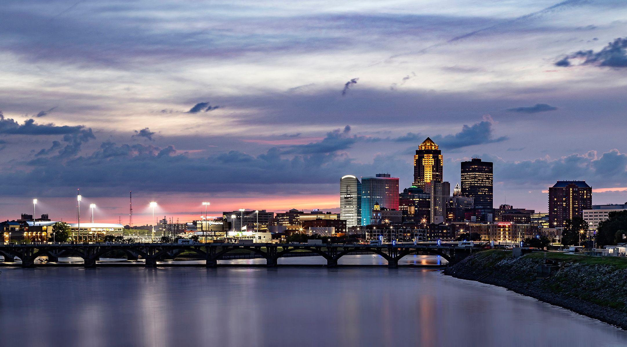 DSM.Bridge.Skyline1.jpg