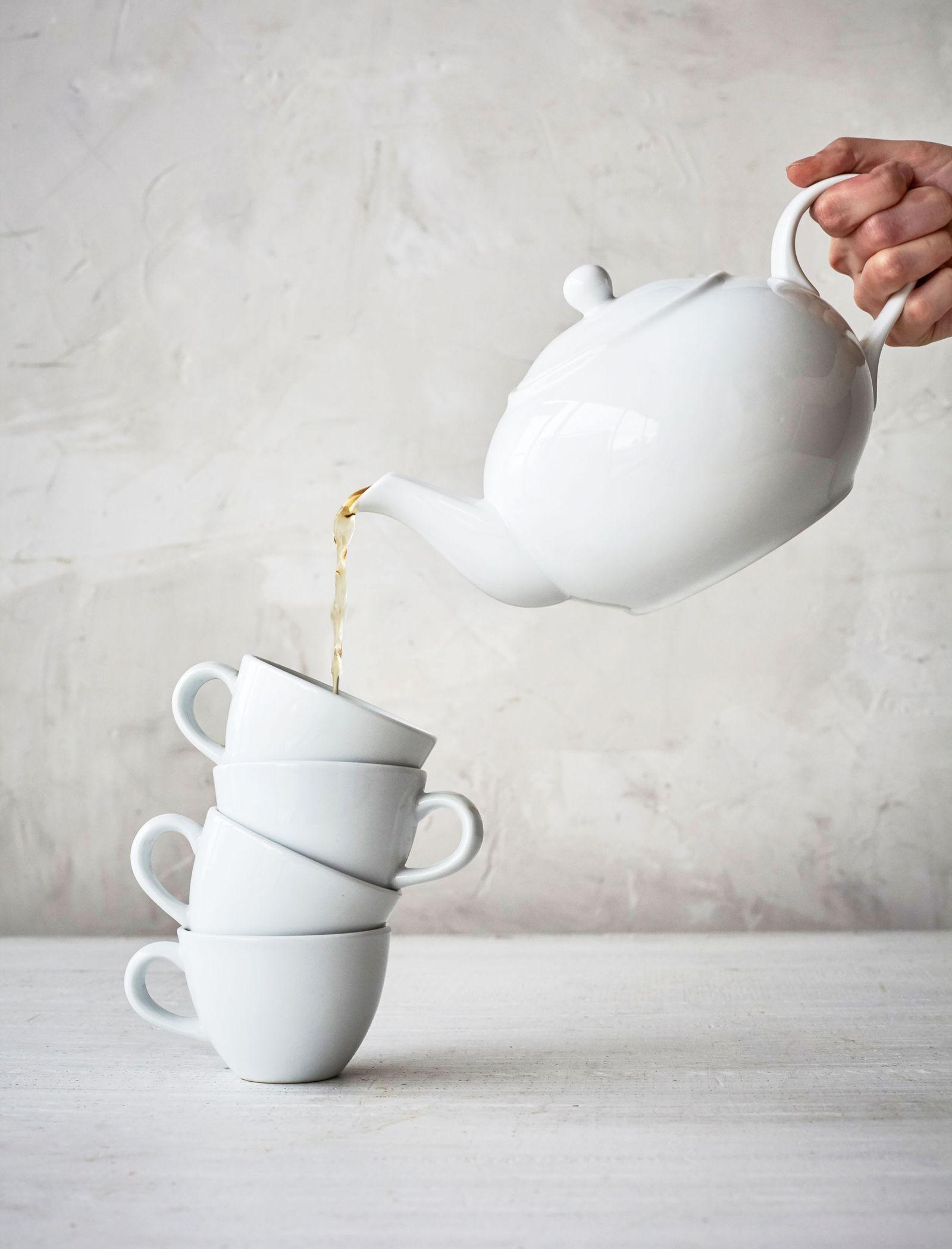 SLT_am_TeapotAndCups_01082018.jpg