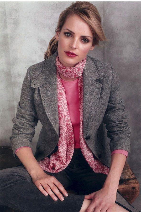 1elvie_pink_scarf.jpg