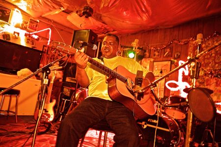 Louis Gearshifter Youngblood at Red's Lounge Juke Joint