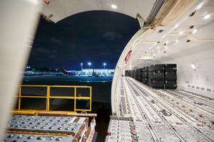 Inside Outside of a 747 Plane