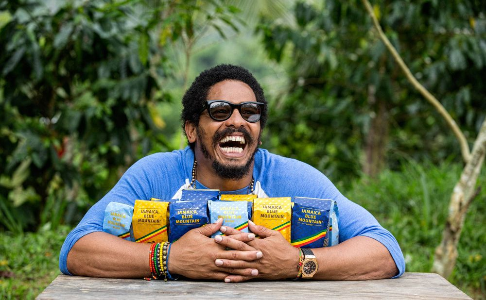 Rohan Marley Hugging hi Coffee