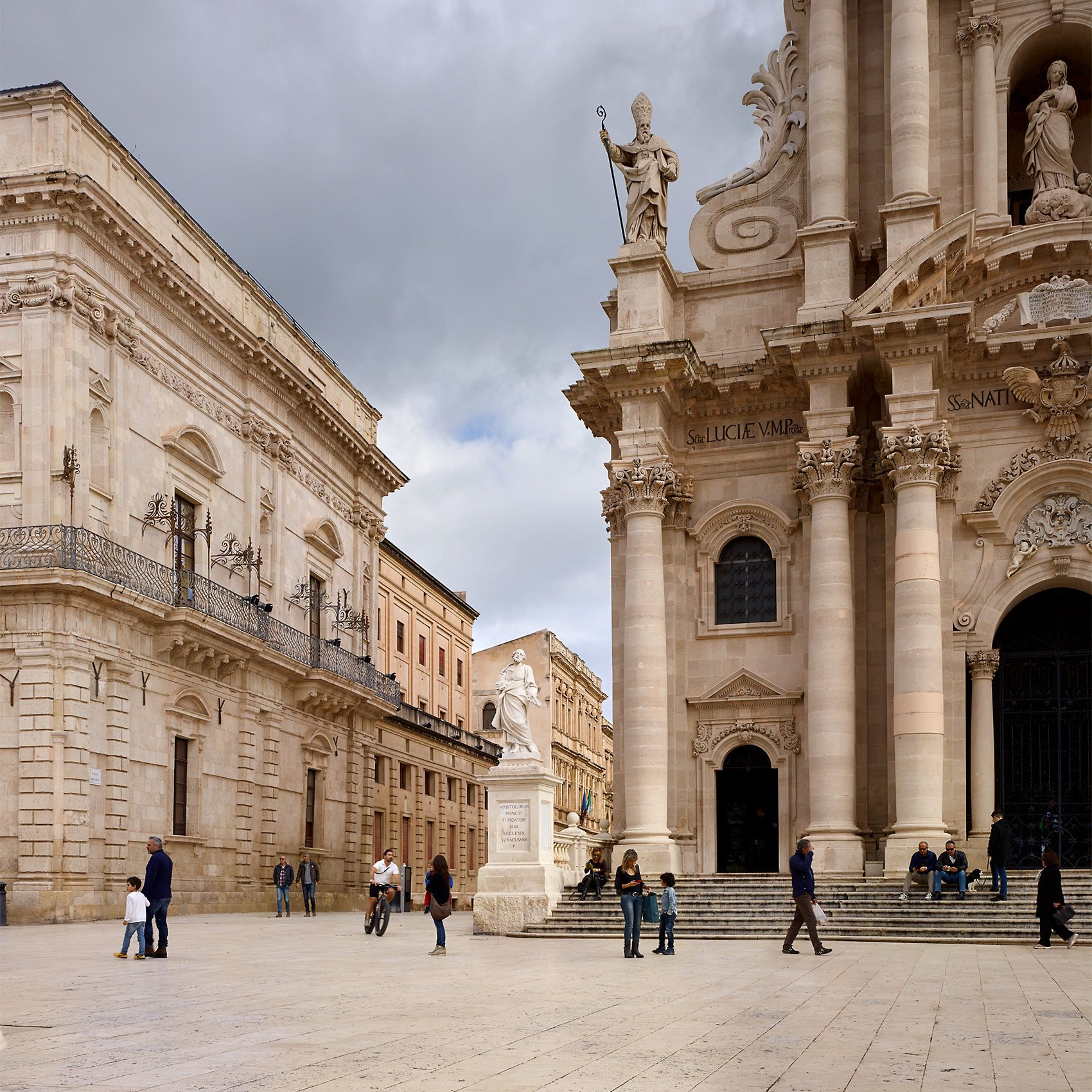 PIAZZA DUOMO  .  SIRACUSA  .  SICILY