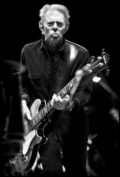 Hot Tuna - Jack Casady - Beacon Theater, NYC 12.03.10