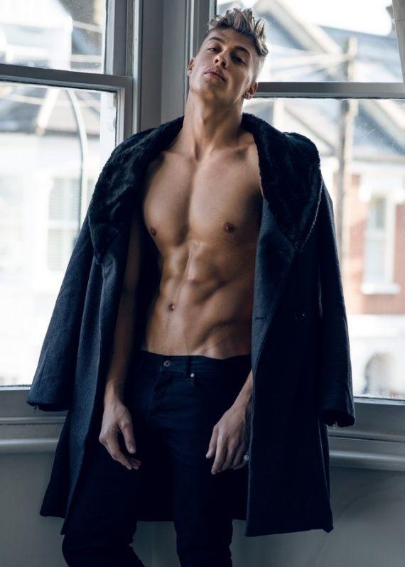 Model Max Hamilton