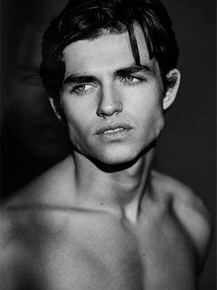 Model Huw Ab Jones