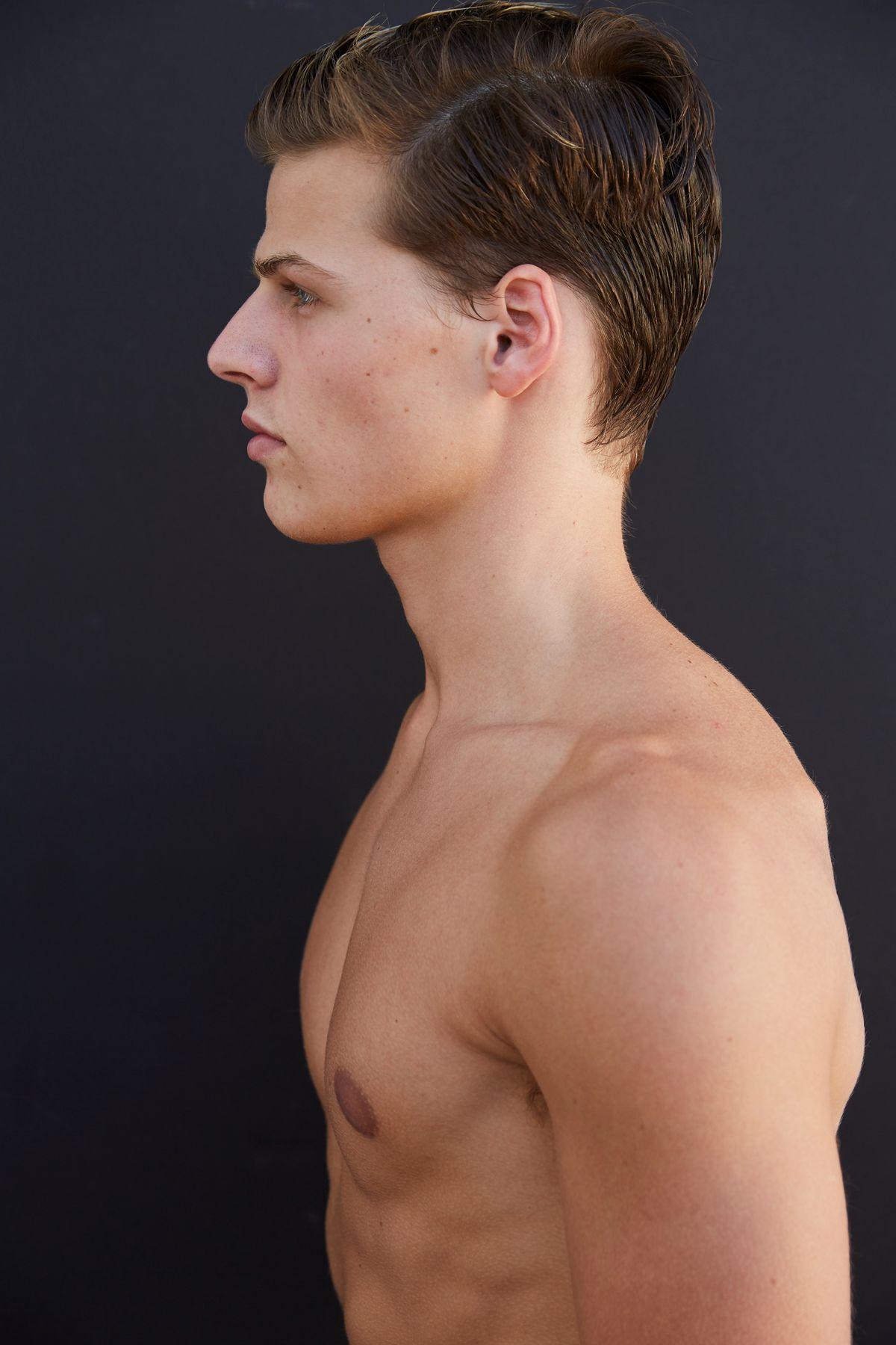 Model Sam Dezzani