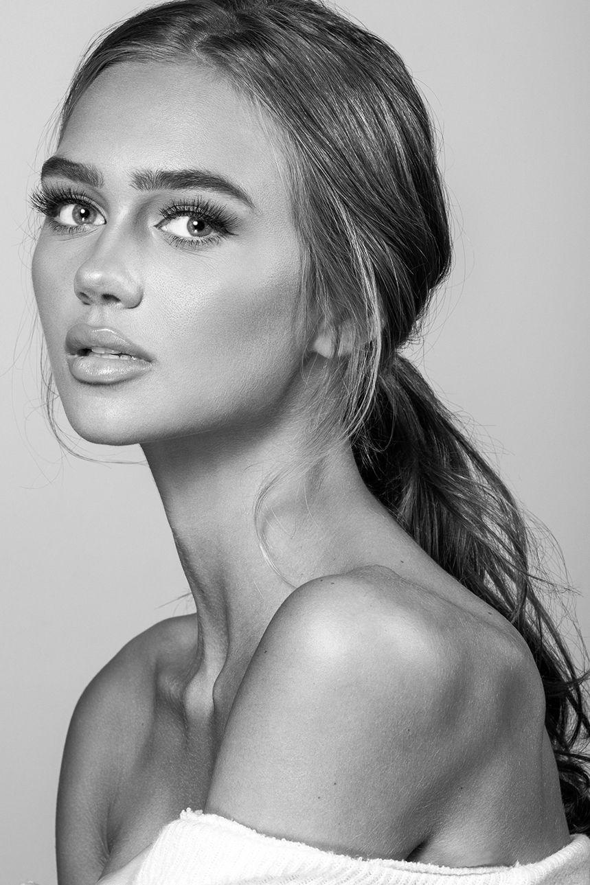 Model Sarah Stopper