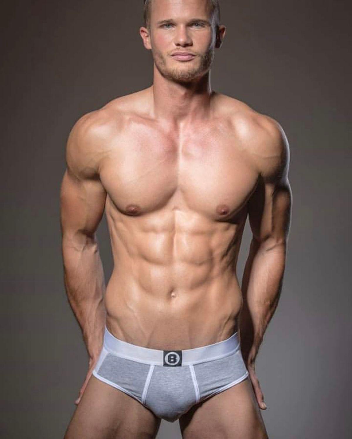 Model Michael Schramm