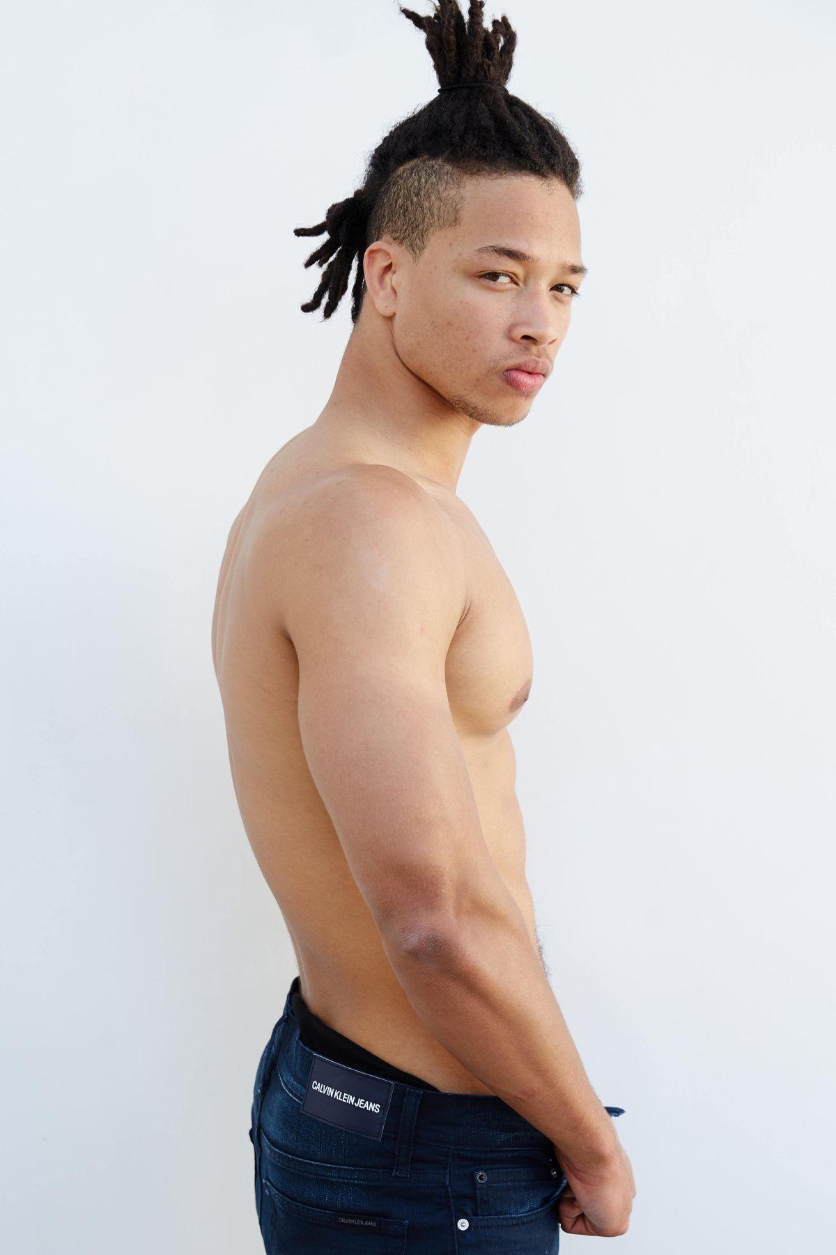 Model Xavier Temple