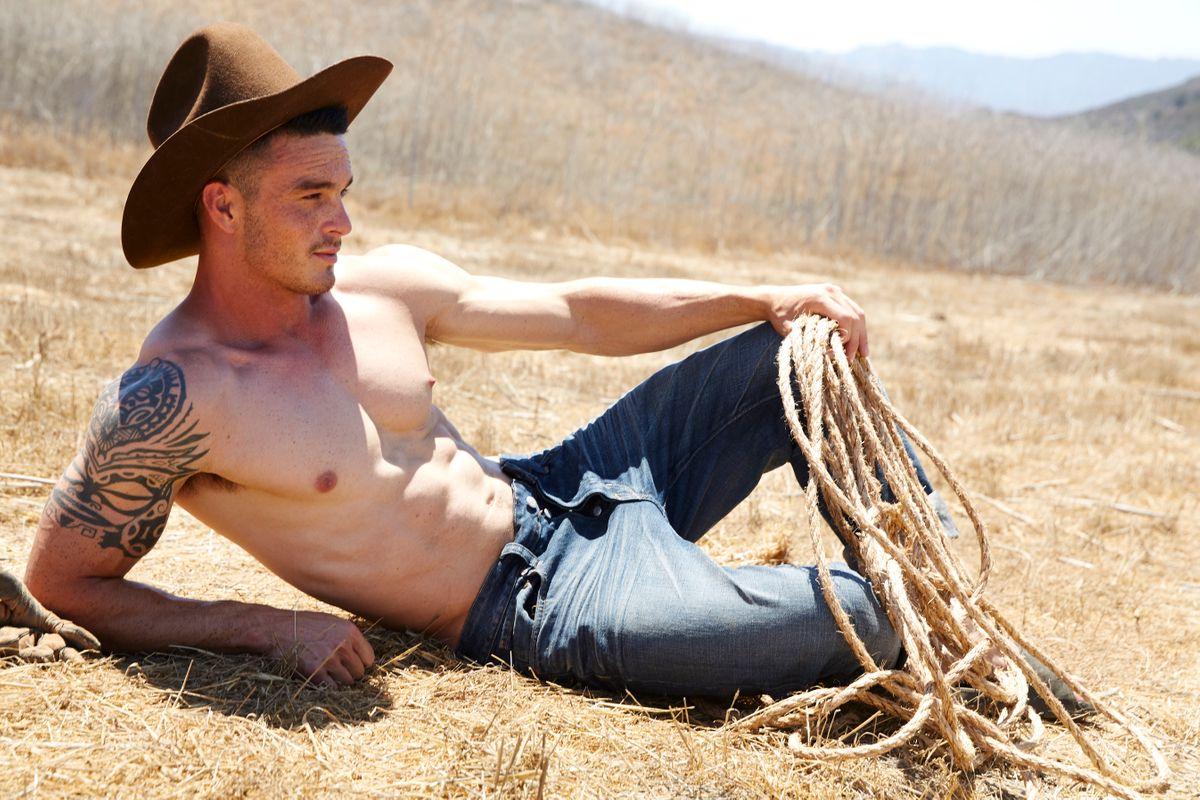 Model Dillon Hook