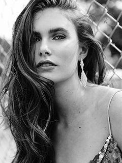 Model Sara Hicks