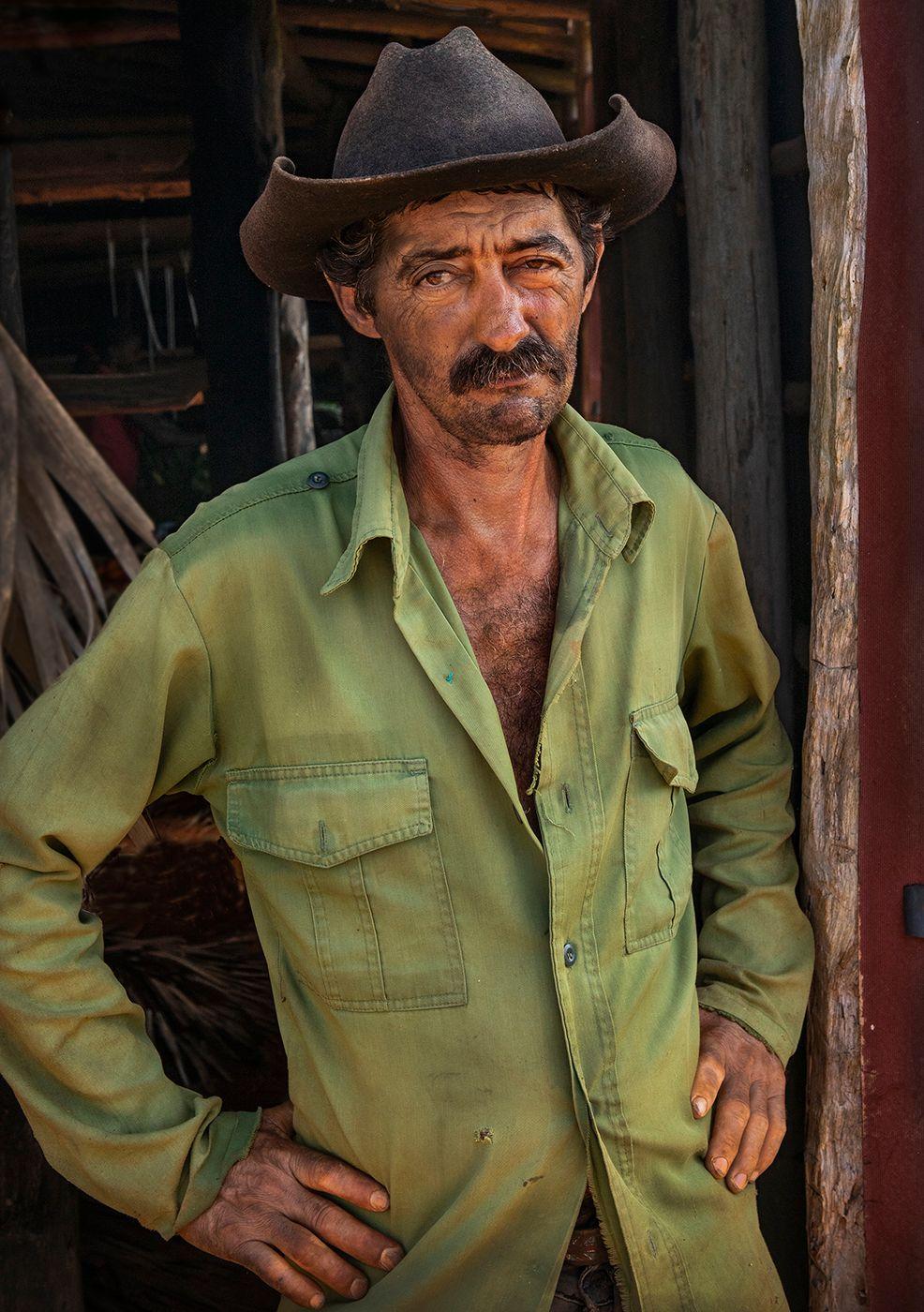 Tobacco Picker Cuba .jpg