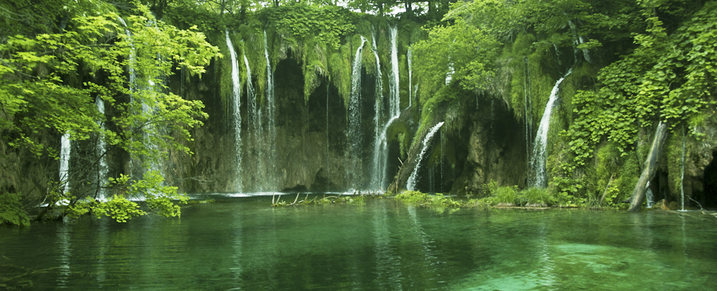 Plitvice Falls, Croatia.jpg