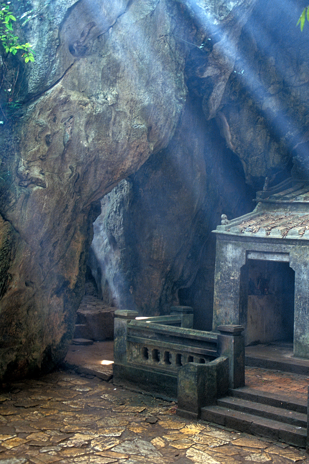 Temple inside mountain, Vietnam.jpg