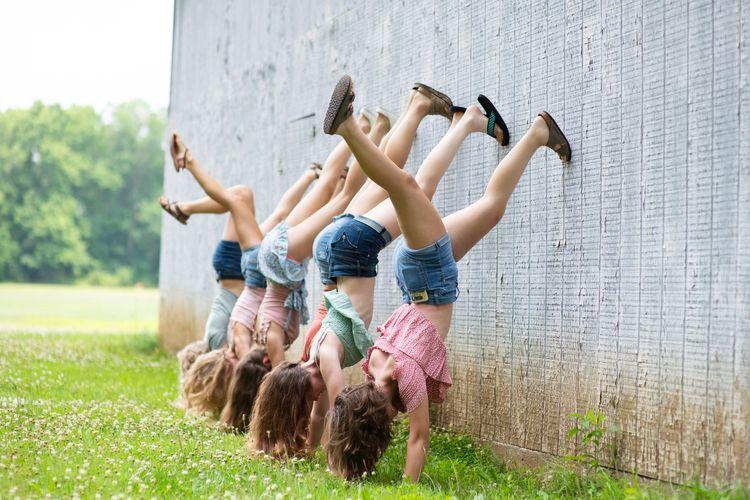DSC_6145girls legs upretsmaller.jpg