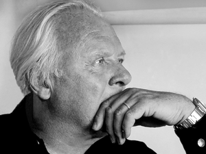 web_AnthonyHopkins005_bw_thinking.jpg