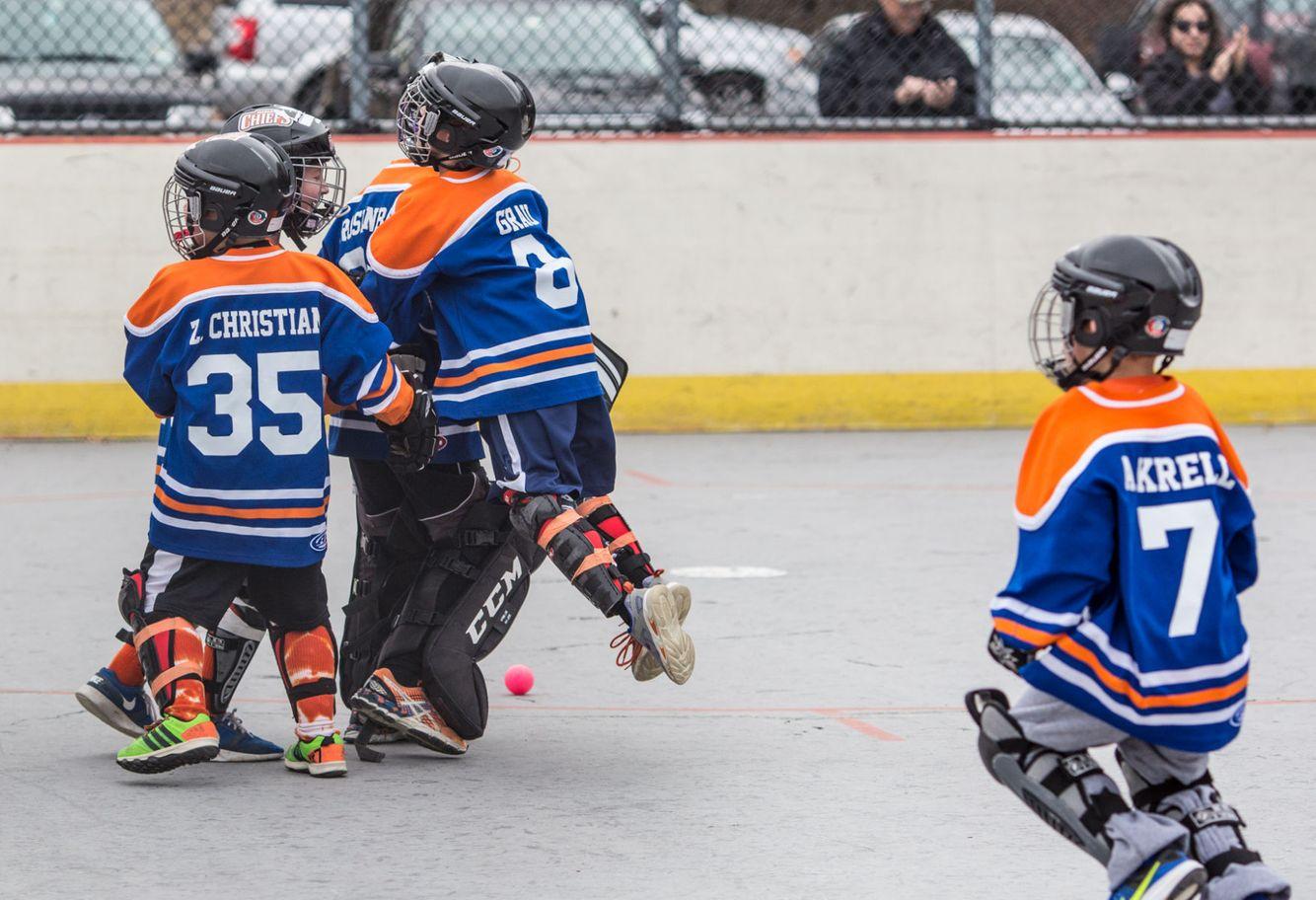 1r2016_02hockey_164.jpg