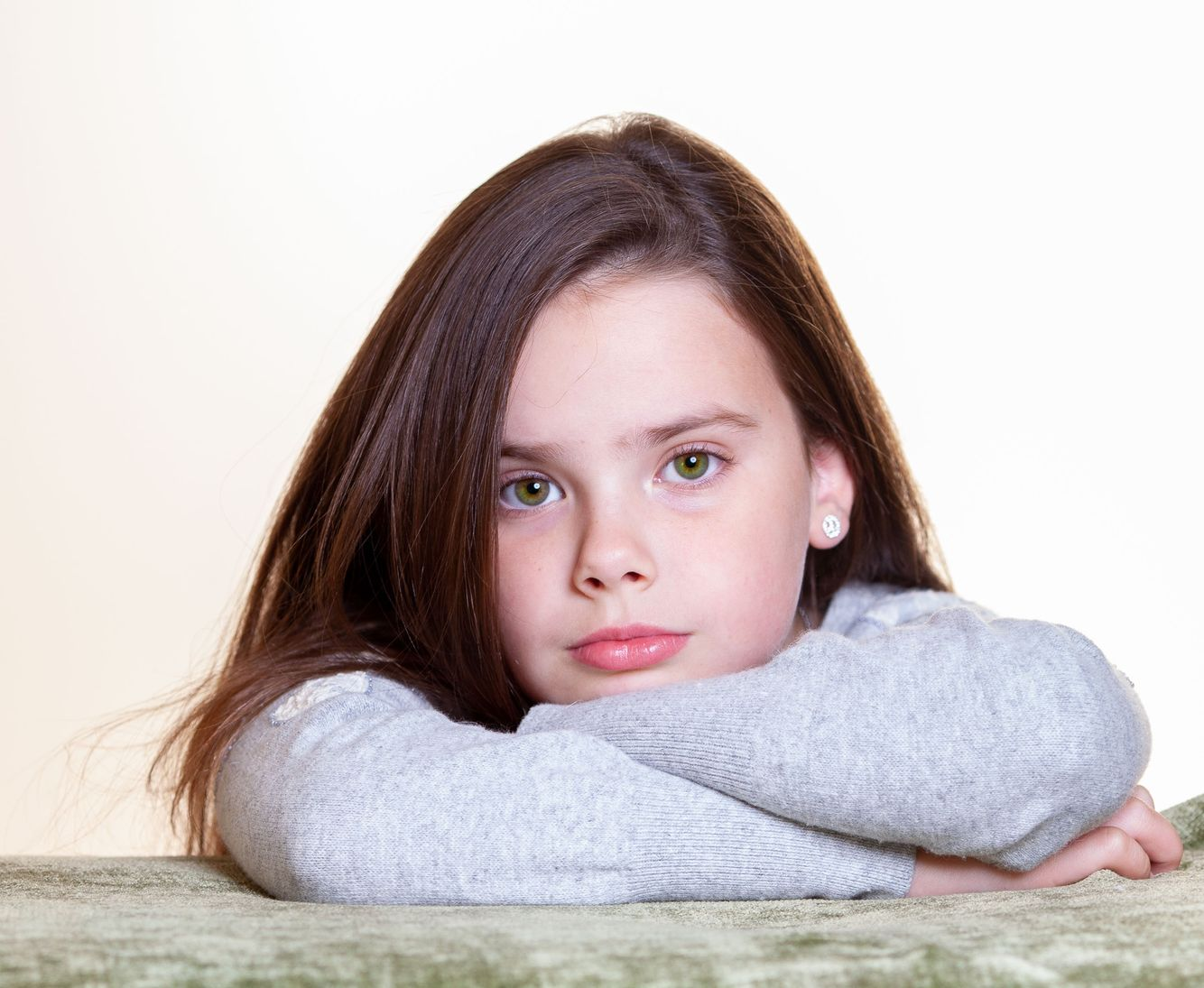 Female child leaning on arms