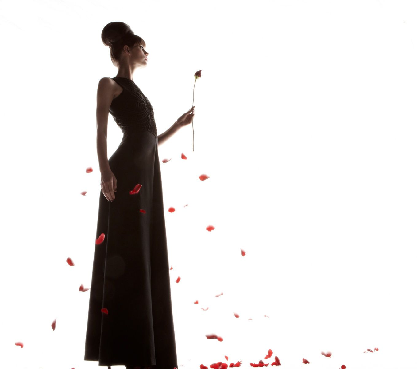 1np_120118_silhouettes_female_095r_2.jpg