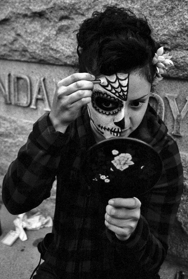 1day_of_the_dead_make.jpg