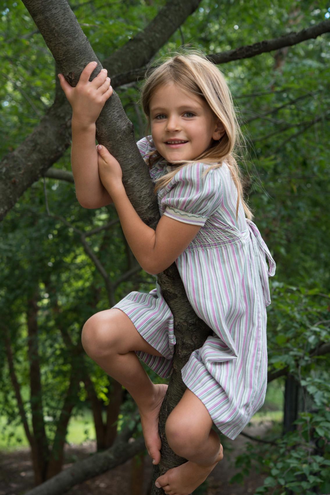happy girl climing tree_DSC1740.jpg
