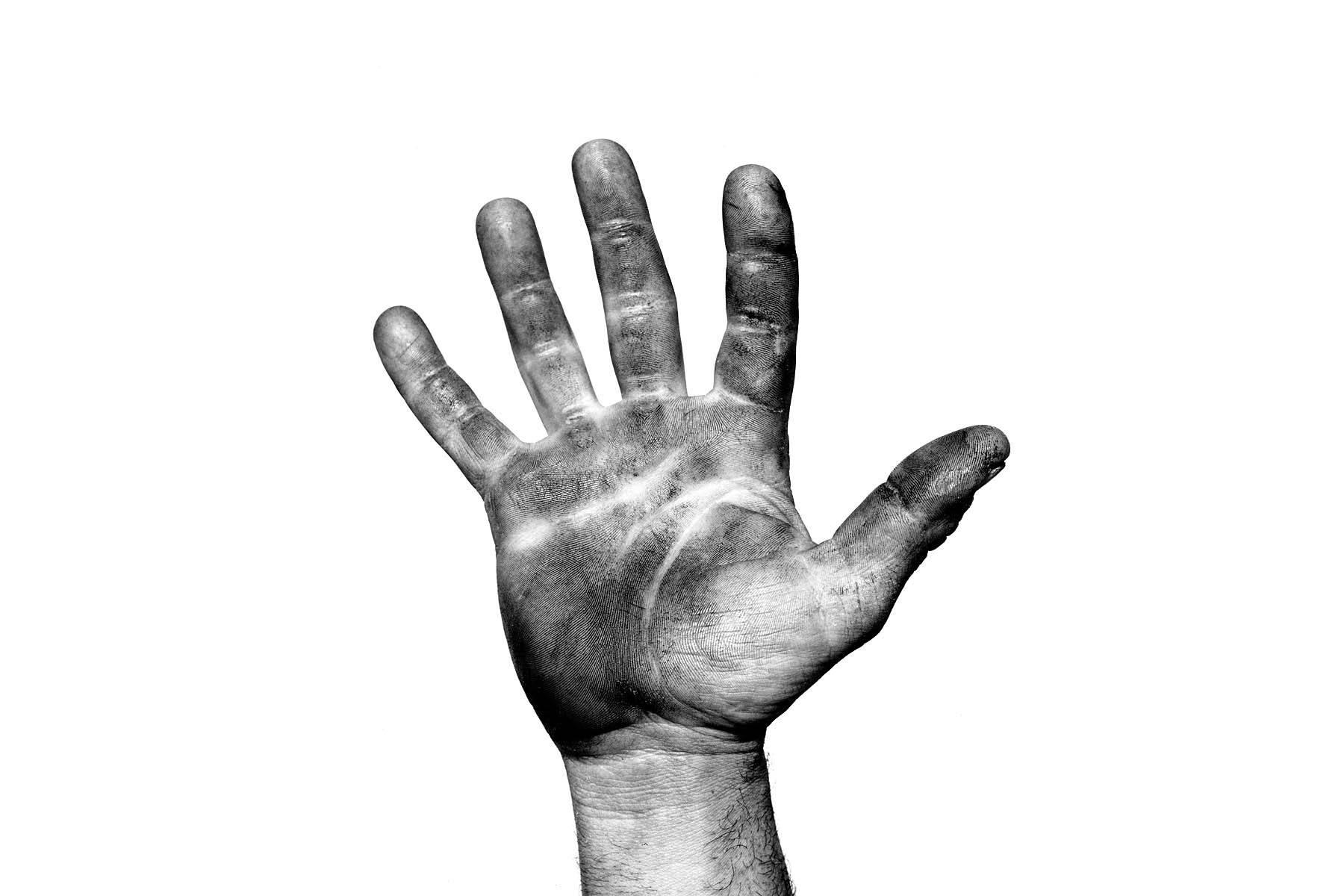 1jesse_james_hand