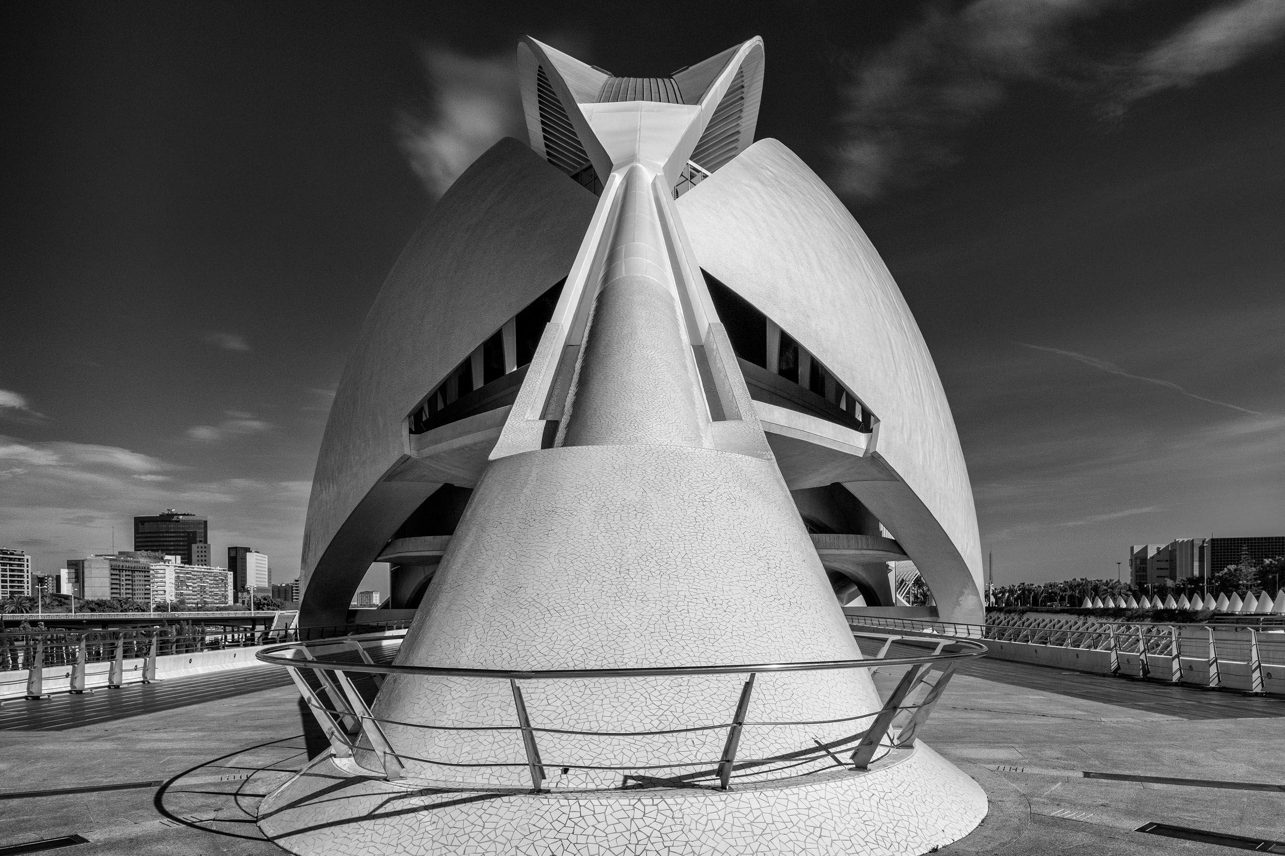 SPAIN:  Calatrava's Ciutat de les Arts i les Ciències in Valencia
