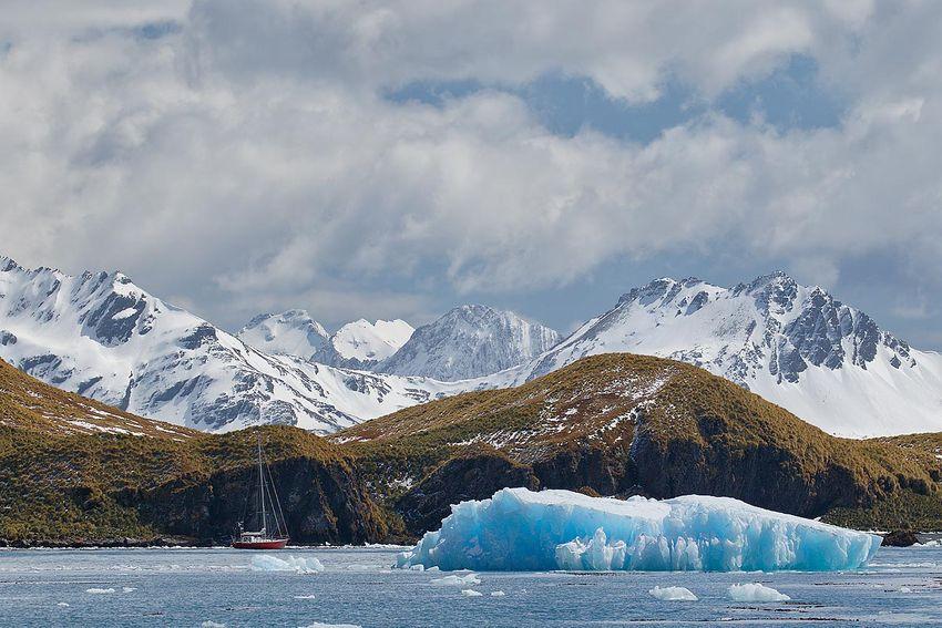 saling-yacht-at-anchor-with-ice-berg_44a3999-gryviken-cumberland-bay-south-georgia-islands-southern-ocean.jpg