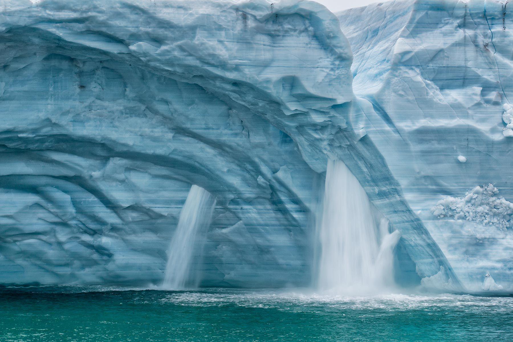 Ice-cap-melting-water-fall-blur-II_B8R5010-Brasvellbreen,-Svalbard,-Arctic.jpg
