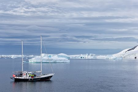 Research-vessel-close-to-Lemaire-Channel_E7T1459-Lemaire-Channel-Antarctica.jpg