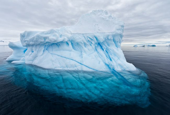 Iceberg-with-underwater-part-visible_S6A9743-Brown-Bluff-Antarctica.jpg