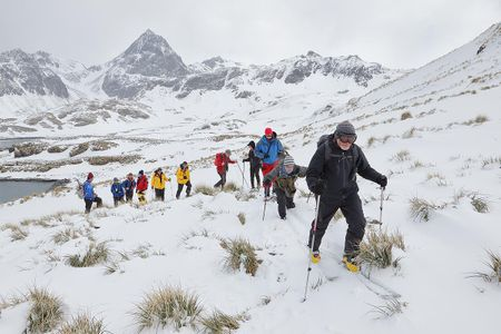 tim-carr-leading-hiking-group_b8r3963-cooper-bay-south-georgia-islands-southern-ocean.jpg