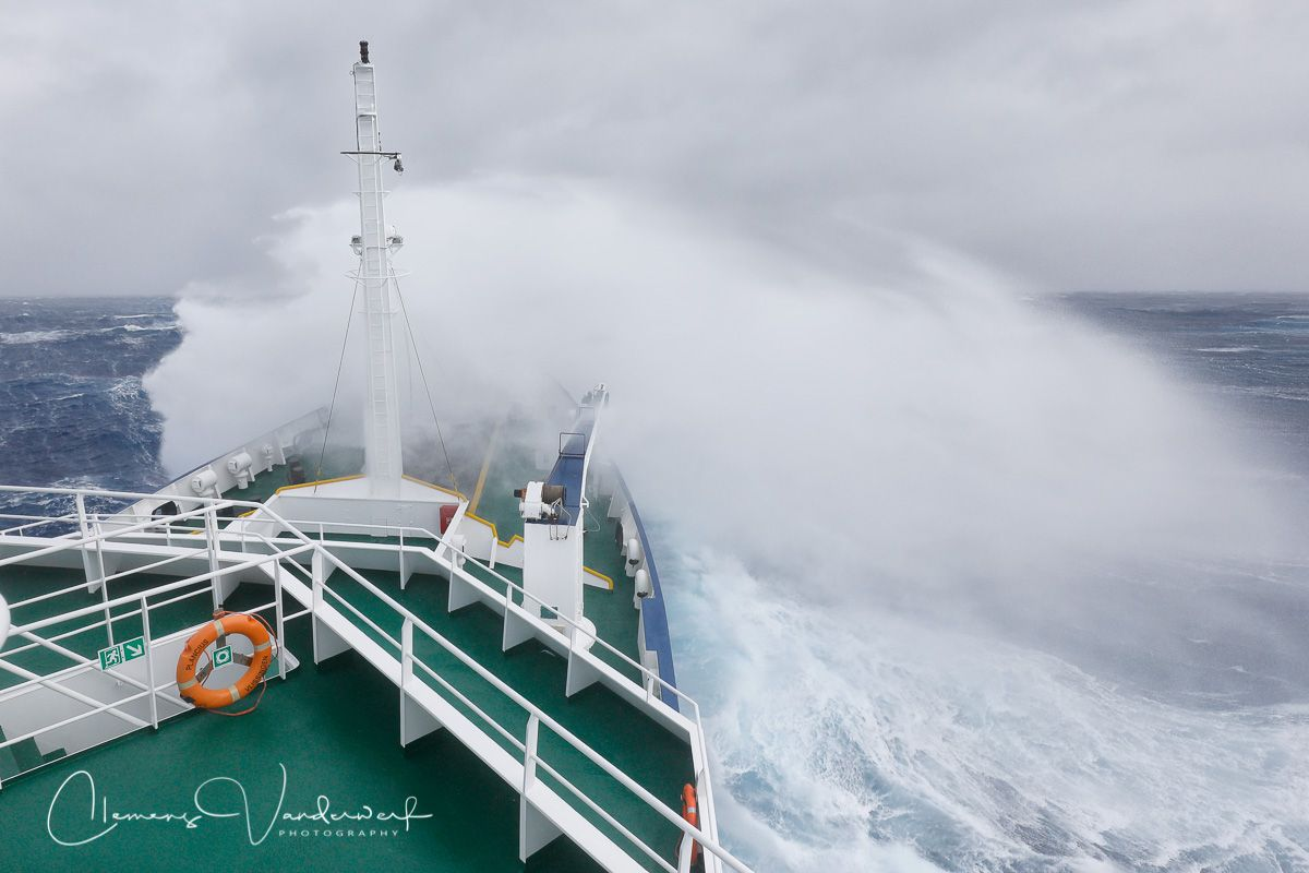 waves-breaking-on-bow-plancius_83a7984-drake-passage-southern-ocean.jpg