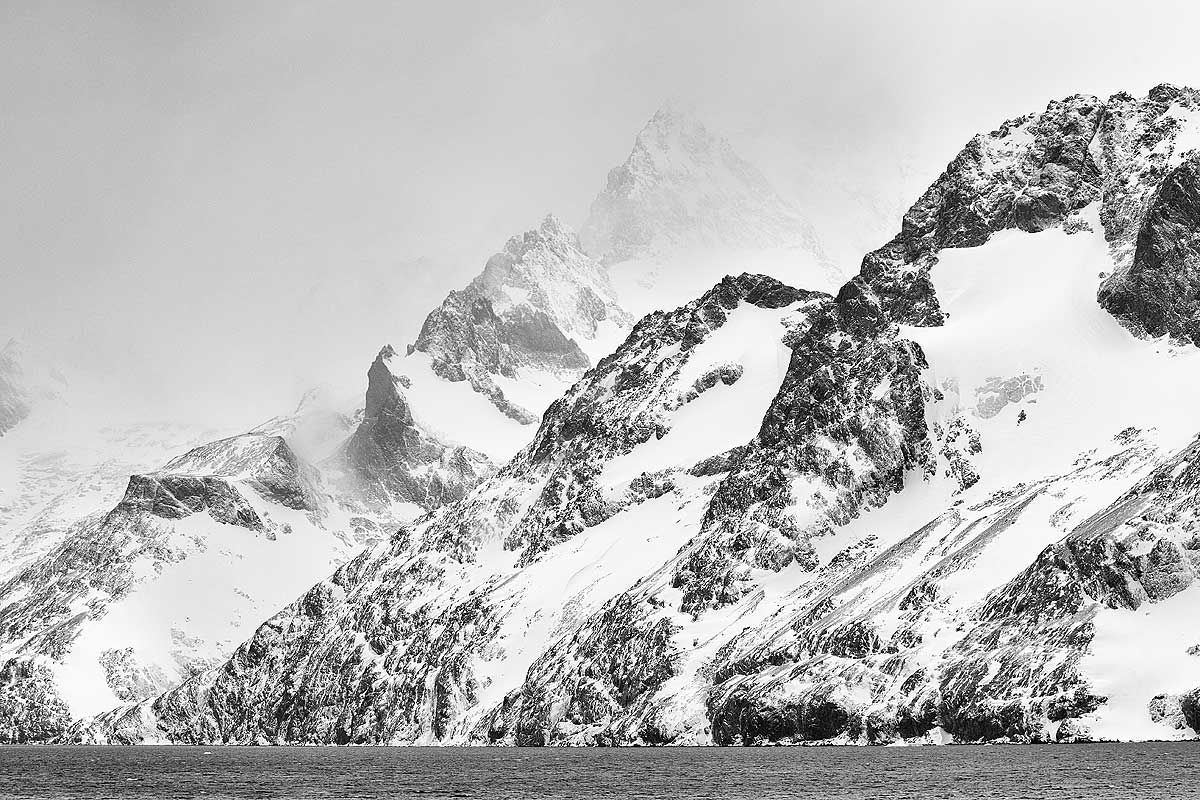 mountain-face-in-drygalski-fjord_bw_b8r4184-drygalski-fjord-cooper-sound-south-georgia-islands-southern-ocean.jpg
