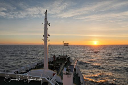 sunrise-on-board-in-scotia-sea_83a3618-scotia-sea-southern-ocean.jpg