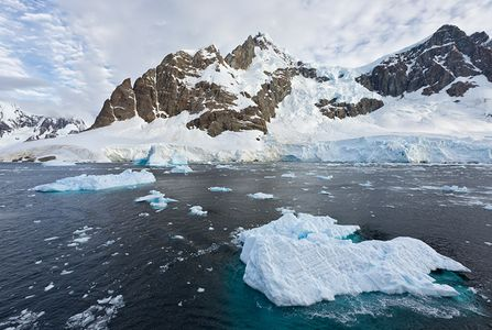 Icebergs-floating-in-the-Lemaire-Channel_S6A8599-Lemaire-Channel-Antarctica1.jpg