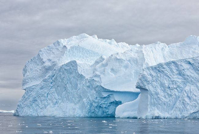 Iceberg-floating-among-brash-ice-in-Cierva-Cove_S6A7883-Cierva-Cove-Antarctica.jpg