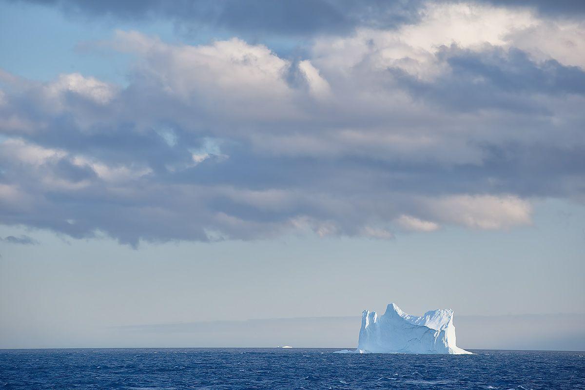 iceberg-and-clouds_b8r4845-cumberland-bay-entrance-south-georgia-islands-southern-ocean.jpg