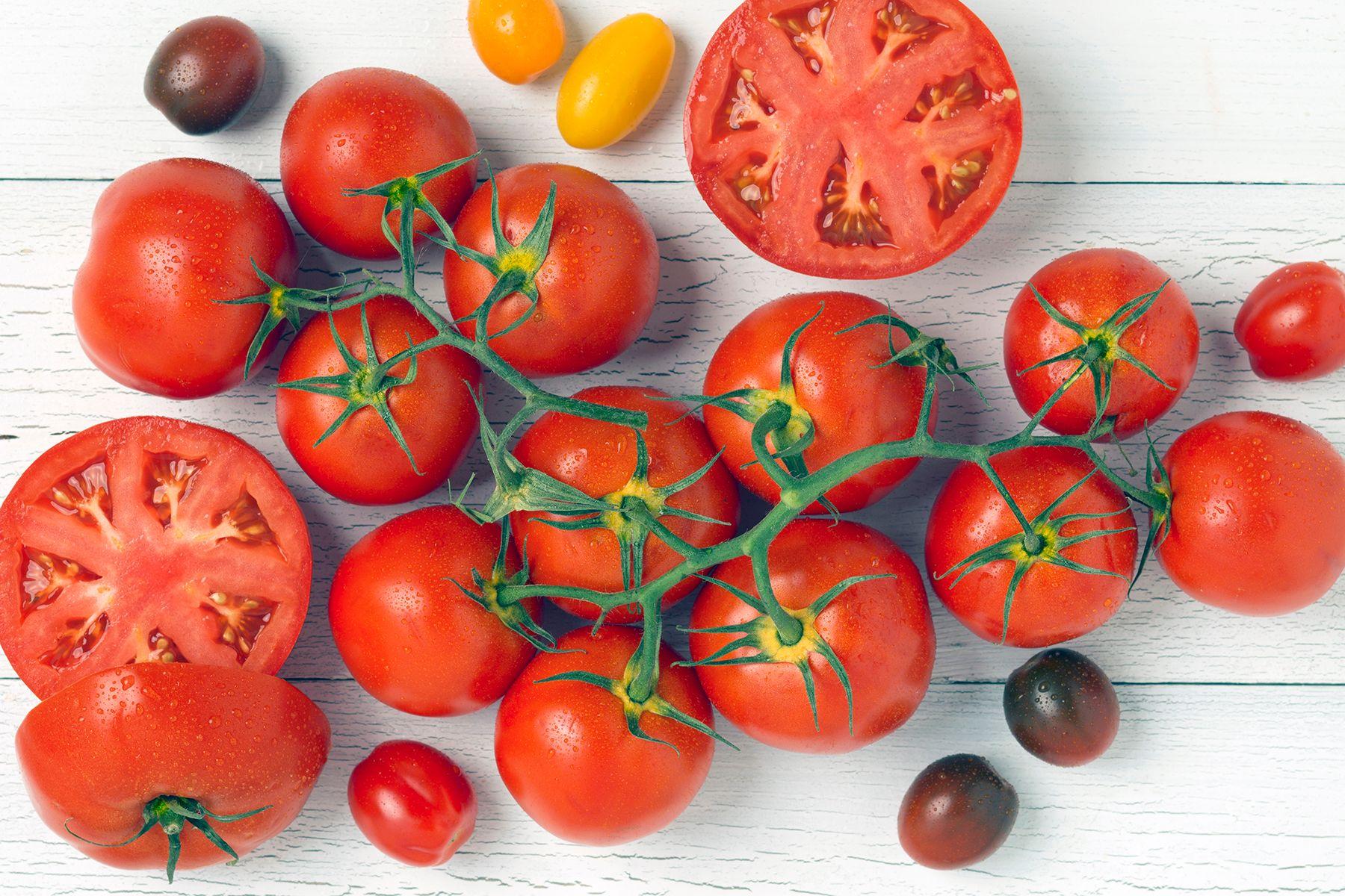 Tomatoes_Vine.jpg