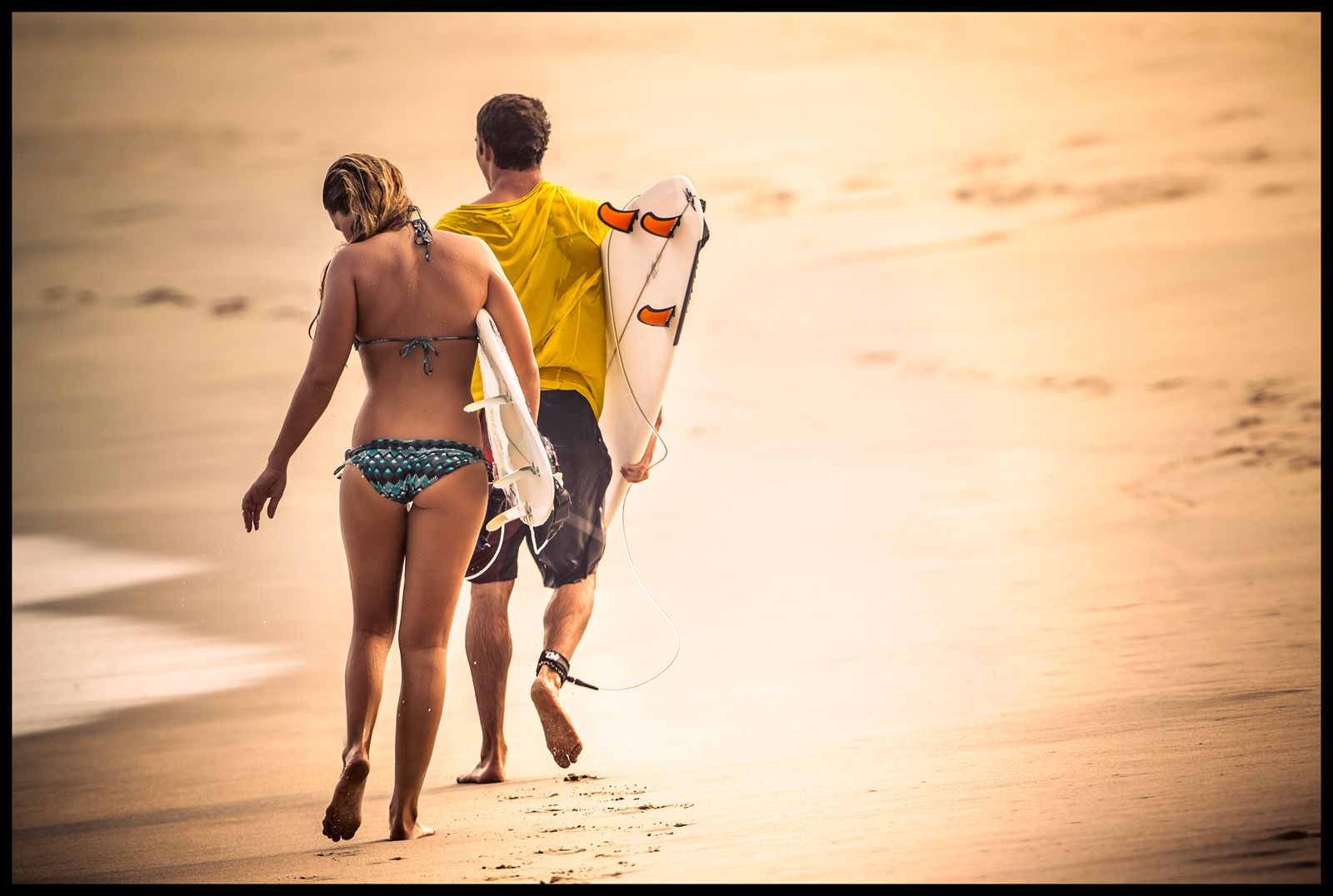 1surfing_couple_travel