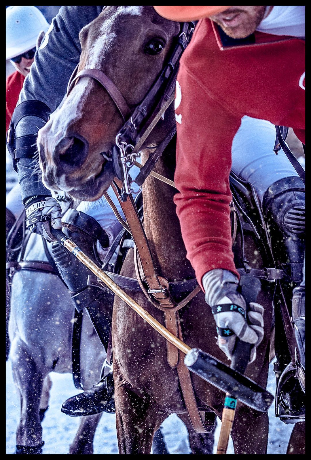 1snow_polo_action_hook_2