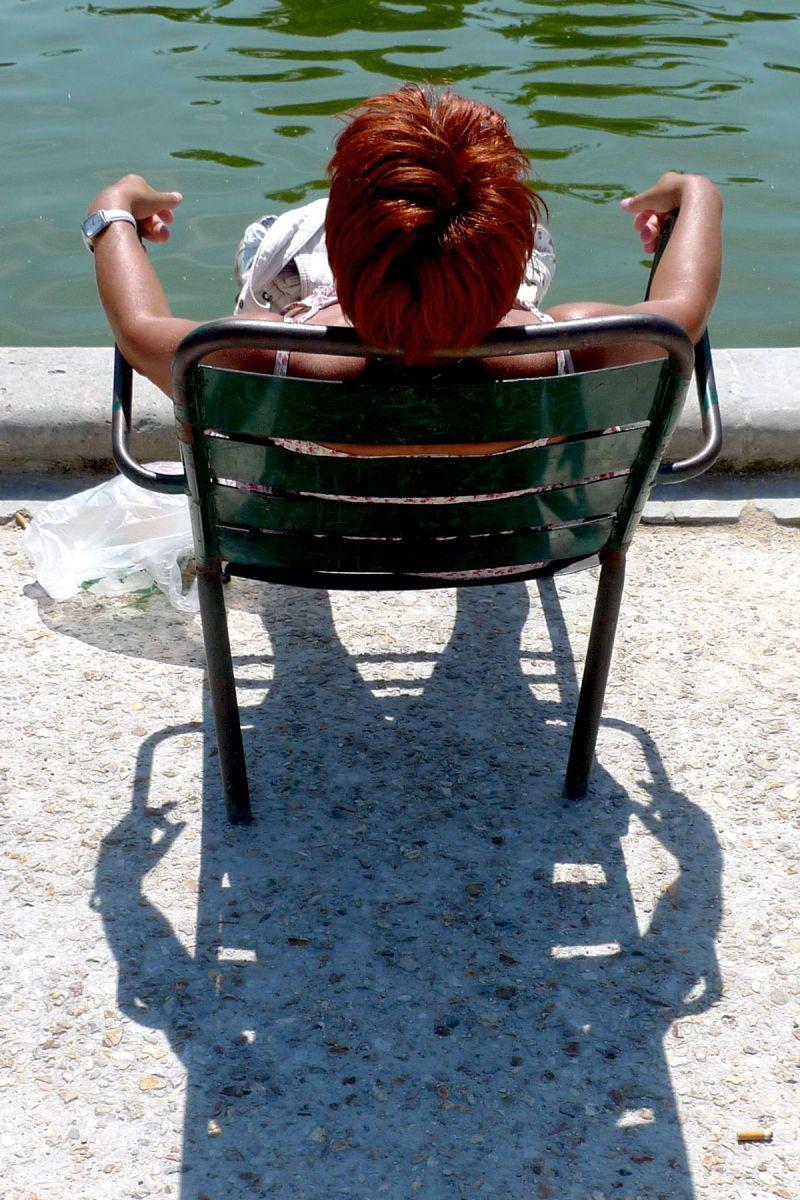 1life_sunbathing
