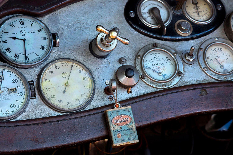 Instrument panel on 1925 Bugatti Type 30 Skiff Torpedo Vizcaya
