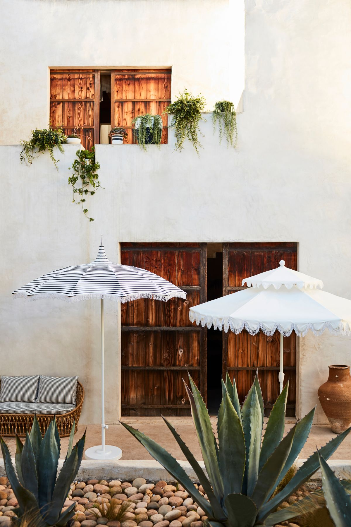 OKL_SIT_00077967_CROP_LS_Outdoor Umbrella Spotlight_110.jpg