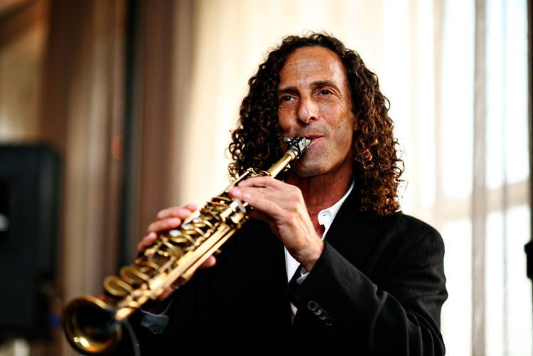 Cocktail hour performance by Kenny G.
