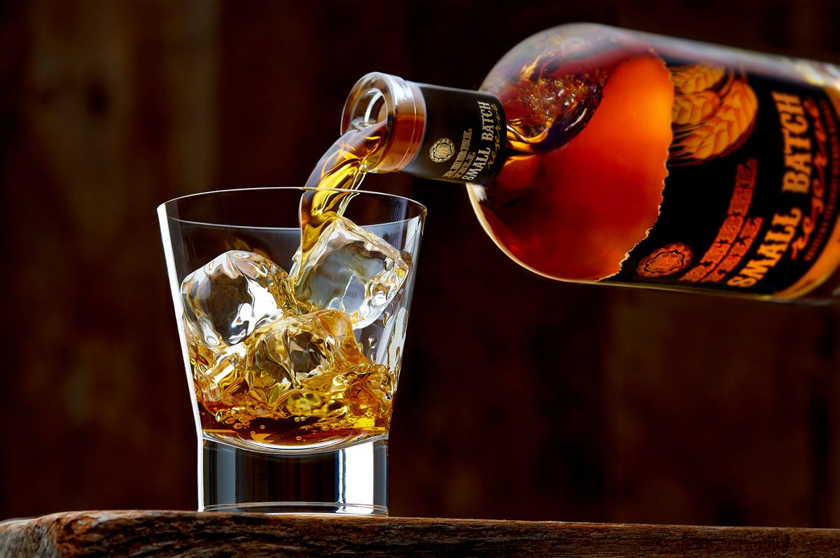 beverage-photography-Rebel-Yell-Bourbon-drink-pour.jpg