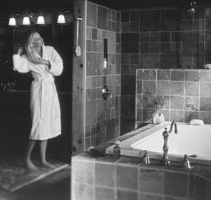 Ventana Woman Bath