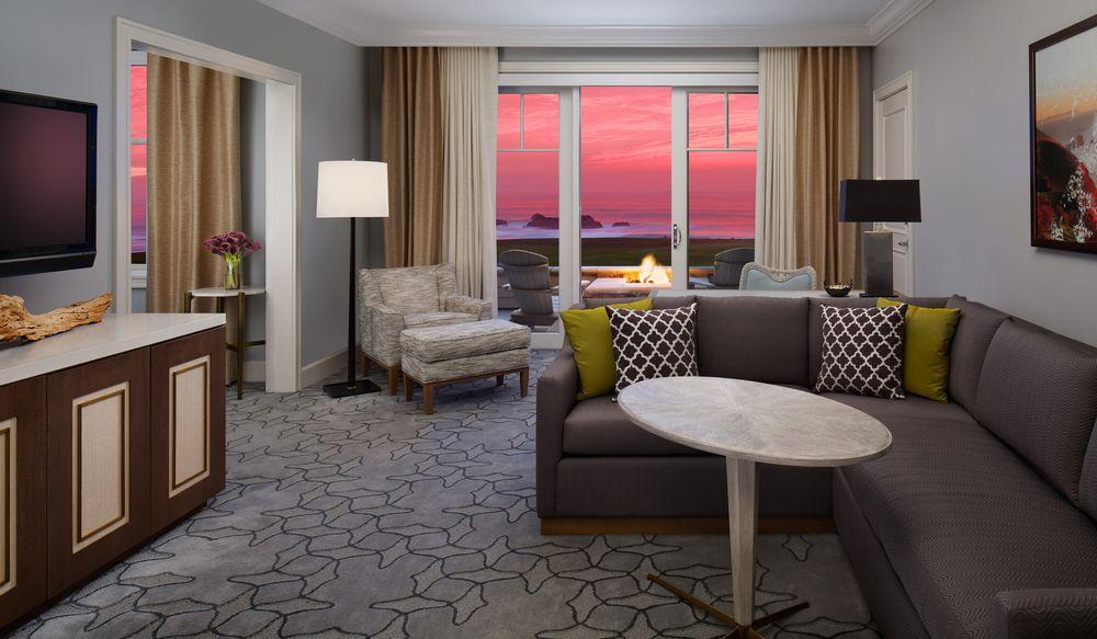 Suite_sunset_oceanview_rchmb
